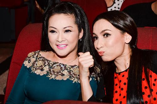 Ca sĩ Như Quỳnh và Phi Nhung chơi thân với nhau suốt 20 năm qua.