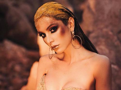 Từ khi chuyển giới, Izabele Coimbra có được công việc ổn định, nhận nhiều hợp đồng quảng cáo, làm người mẫu...