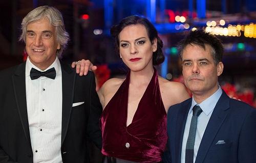 Trước A Fantastic Woman, đạo diễn Sebastián Lelio (phải) từng gây chú ý ở Liên hoan phim Berlin 2013 với bộ phim Gloria, Liên hoan phim Locarno 2011 với The Year of the Tiger và Liên hoan phim Cannes 2009 với Navidad.