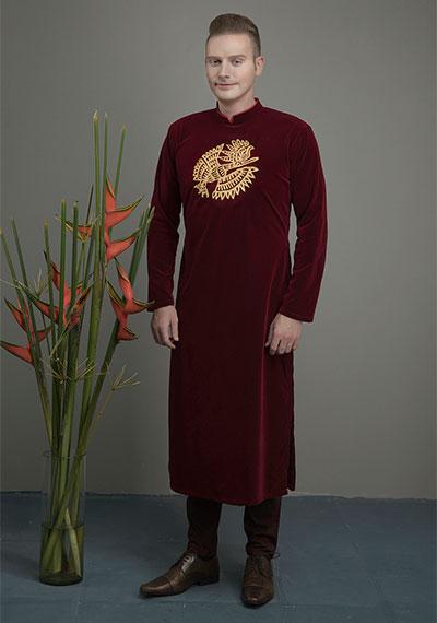 Ca sĩ Kyo York sở hữu hơn 100 bộ áo dài đa dạng màu sắc, kiểu dáng. Ảnh: Kiếng Cận.