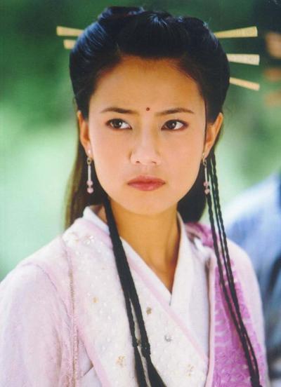Sina nhận định tạo hình Chu Chỉ Nhược của Cao Viên Viên đẹp song về diễn xuất, thể hiện của cô thua các diễn viên như Châu Hải My, Đặng Tụy Văn.