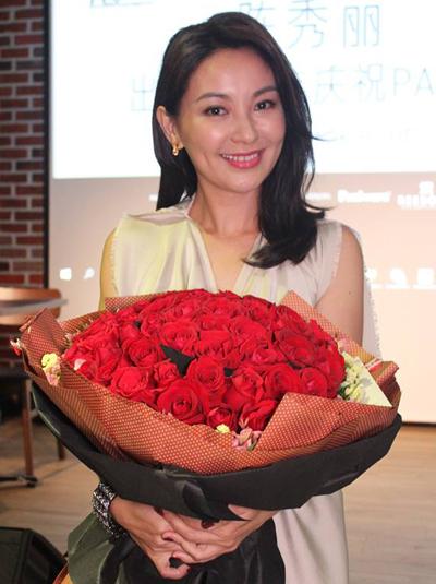 Trần Tú Lệ năm nay 41 tuổi, sinh sống ở Hong Kong. Người đẹp kết hôn năm 2006, sinh đôi con gái năm 2009, từ đó ít đóng phim. Những năm gần đây cô đóng vai nhỏ trong một số tác phẩm như Nữ nhân lệ, Tế công.