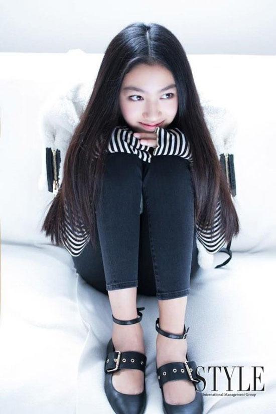 Nhan sắc 14 tuổi của con gái 'Ông trùm phim xã hội đen Hong Kong'