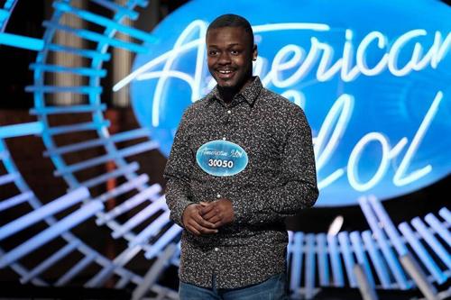 Chàng trai có mẹ nghiện ngập chinh phục giám khảo American Idol