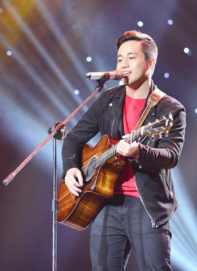 Chàng trai 23 tuổi gây phấn khích khi hát về chuyện tình của bố mẹ