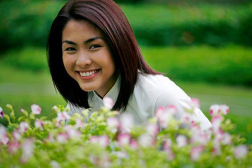Hình ảnh cô Trúc đáng yêu trong tà áo dài nữ sinh và mái tóc cắt ngắn trong phim Bỗng dưng muốn khóc (năm2008)giúp sự nghiệp củaTăng Thanh Hàtỏa sáng.