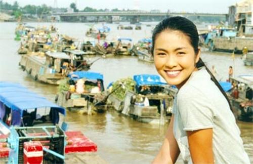 Vẻ đẹp dịu dàng, đôn hậu với nụ cười rạng rỡ là những gì khán giả nhớ đến Tăng Thanh Hà trong bộ phim Hương phù sa.