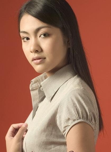 Tăng Thanh Hà sinh năm 1986, bén duyên với nghệ thuật từ khi còn nhỏ.Sau bộ phim Dốc tình, gương mặt ăn ảnh của cô bắt đầu được các đạo diễn chú ý, dù diễn xuấtchưa có gì nổi bật.