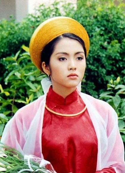 SauDốc tình, Tăng Thanh Hàđượcchọn vào vai Mộng Cầm trong bộ phim Hàn Mặc Tử. Dẫu chỉ là một vai phụ, không cần thoạinhiều, người đẹp vẫn thu hút với vẻ mong manh, u buồn.