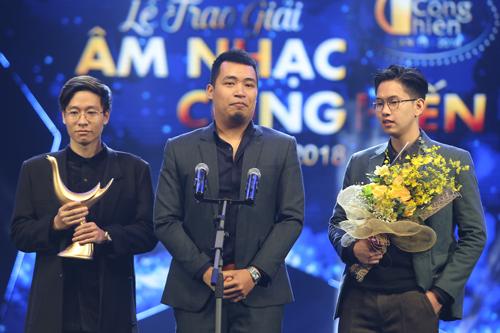 Đại diện của ban nhạc Ngọt chia sẻ sự trân trọng đối với khán giả khi nhận giải thưởng Cống hiến 2018.