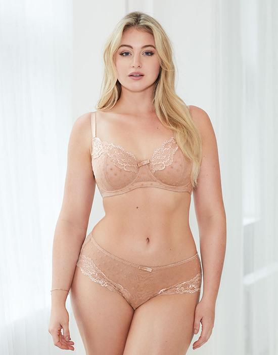 Sắc vóc của người mẫu béo Iskra Lawrence