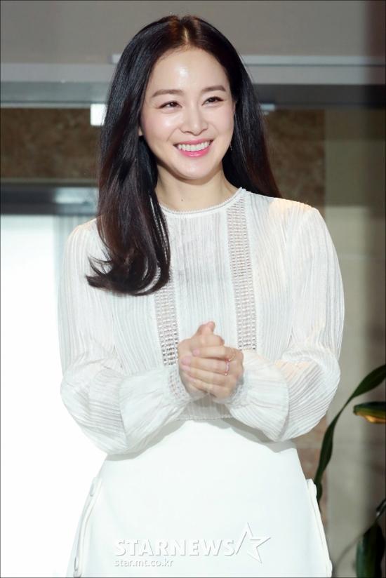 Kim Tae Hee tái xuất vào ngày sinh nhật