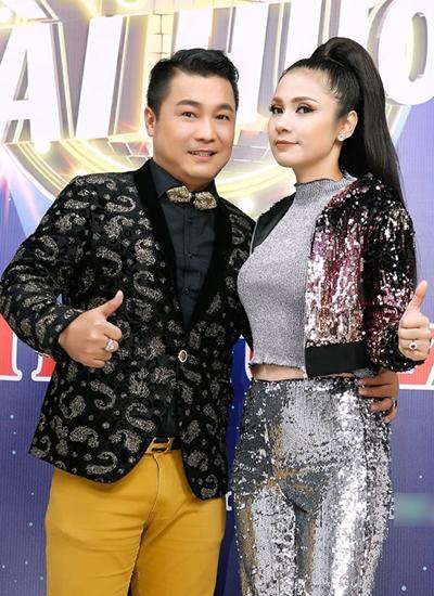 Lý Hùng - Việt Trinh thường diện đồ ăn ý trong game show.