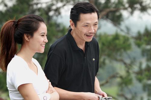 NSƯT Trung Anh (phải) đóng cặp Vân Anh trong Hoa cỏ may phần ba.