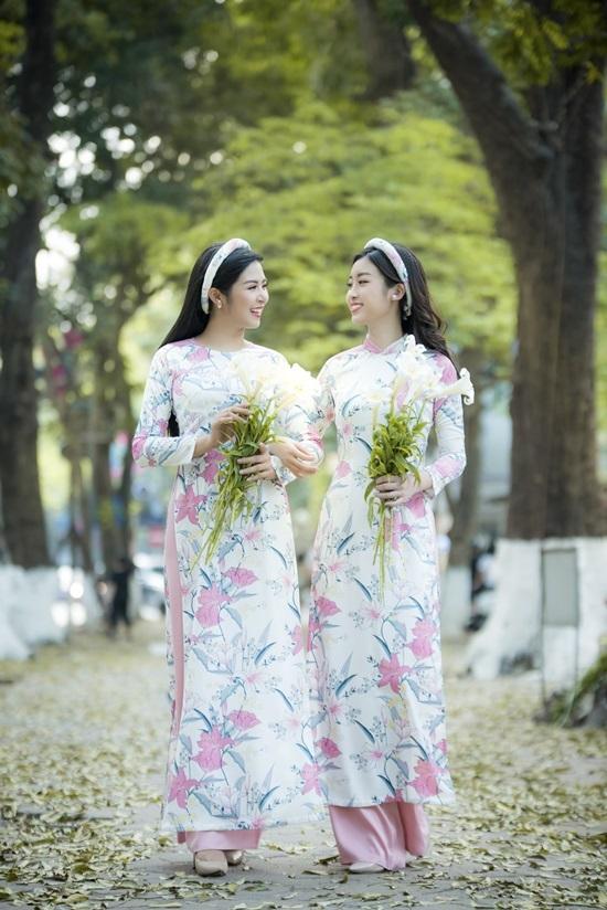 Hoa hậu Mỹ Linh, Ngọc Hân diện áo dài hoa loa kèn