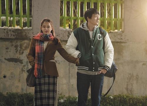 Bộ đôi nhân vật chính bày tỏ tình yêu bằng nhiều hành động ý nhị.