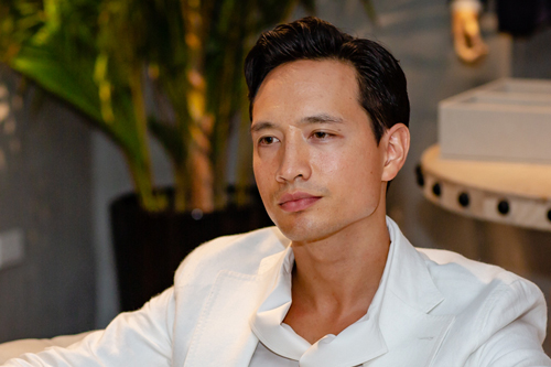 Diễn viên Kim Lý chia sẻ về bạn gái Hồ Ngọc Hà ở một sự kiện thời trang tại Hà Nội tối 14/4.