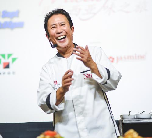 Nhiều bà nội trợ đang rất háo hức khi có cơ hội được xem tận mắt và học hỏi món ngon từ những chuyên gia nấu ăn nổi tiếng, đặc biệt là Martin Yan.
