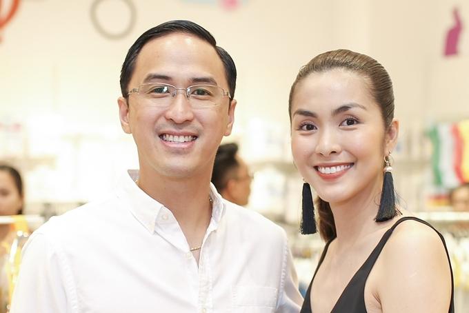 Chồng Tăng Thanh Hà theo sát vợ ở sự kiện