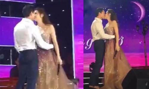 Hà Hồ, Kim Lý hôn nhau trên sân khấu.