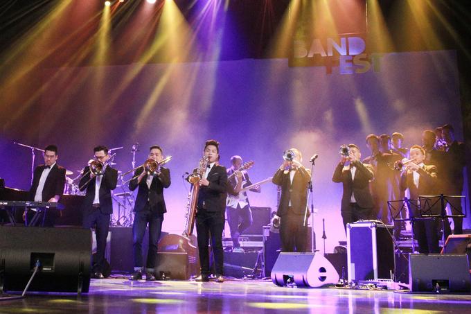 Mỹ Linh hát 'Chiếc khăn piêu' theo phong cách Jazz
