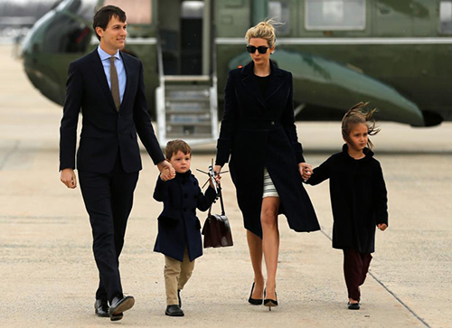 Ivanka bên chồng và hai con.