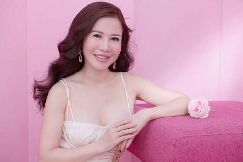 Mặc dù công việc điều hành doanh nghiệp không hề dễ dàng với một người phụ nữ nhưng với bản lĩnh trong thương trường, Lan Phương luôn giữ được sự kiên định và lạc quan.
