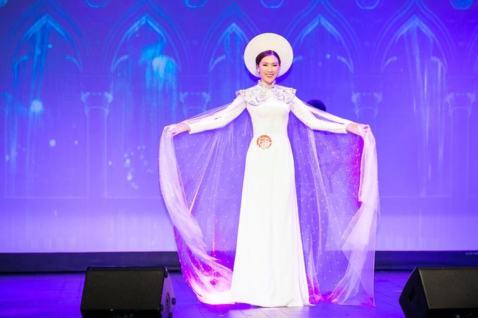 Phí Thị Thùy Linh đăng quang Mrs Áo dài 2018