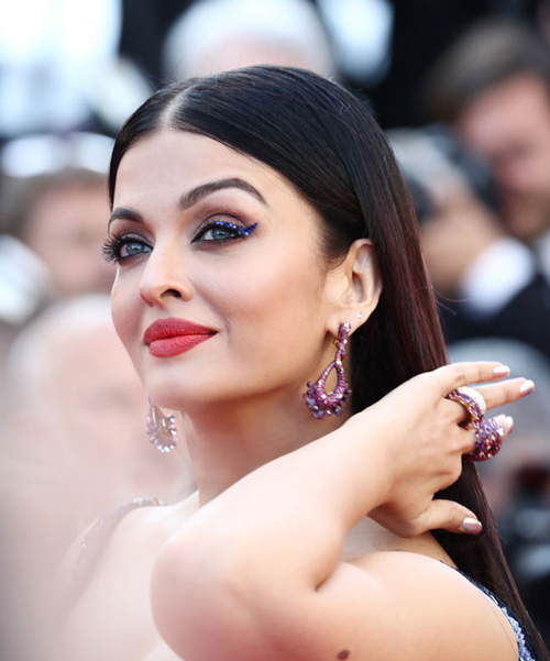 Aishwarya-Rai-Bachchan-Cannes-2018-beauty-1526547210_600x0.jpg