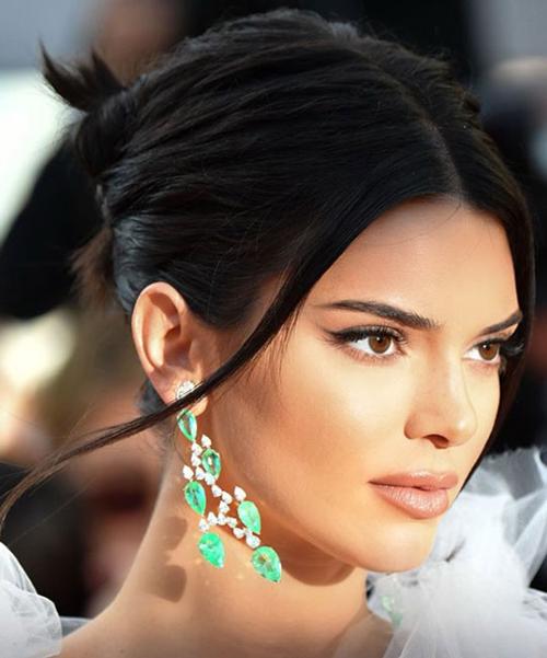 Kendall-Jenner-Cannes-2018-beauty-1526547212_600x0.jpg