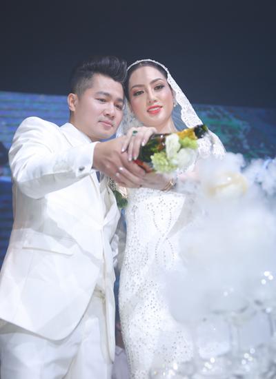 Vợ chồng Tuấn Hưng mừng đám cưới Lâm Vũ và người đẹp Việt kiều - ảnh 10