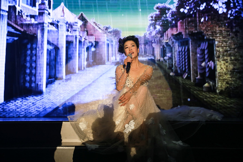 Thu Phương quyến rũ trong đêm nhạc tại Hạ Long - ảnh 3