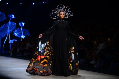 20 năm gắn bó với ngành vải của nhà thiết kế Đinh Văn Thơ - ảnh 1