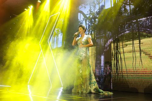 Thu Phương quyến rũ trong đêm nhạc tại Hạ Long - ảnh 2