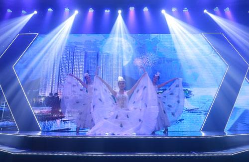 Thu Phương quyến rũ trong đêm nhạc tại Hạ Long - ảnh 7
