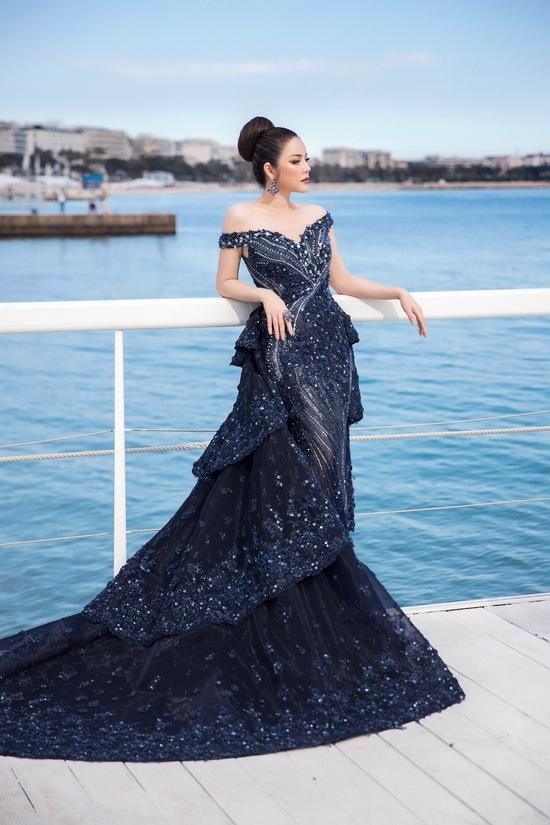 Lý Nhã Kỳ, 'thiên thần nội y' cùng diện váy hở vai ở Cannes