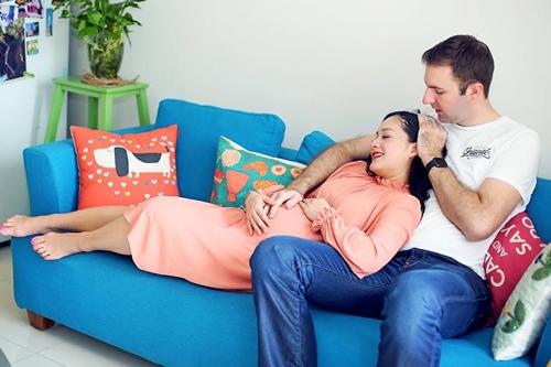 Cuối tháng 1, cô mang bầu năm tháng với bạn trai. Lan Phương đón bạn trai từ Hà Nội về Vũng Tàu ăn Tết cùng bố mẹ cô. Thời gian mang thai, cô tặng 15 kg so với lúc son rỗi. Những tháng cuối của thai kỳ, cô ra Hà Nội sống cùng David để anh tiện chăm sóc.