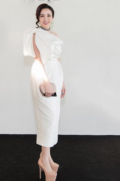 dàn sao xúng xính váy áo dự show - 5