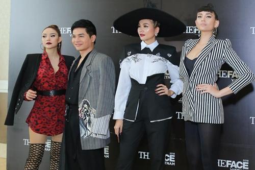 Từ trái qua: huấn luyện viên Minh Hằng, Nam Trung, Thanh Hằng và Hoàng Yến.