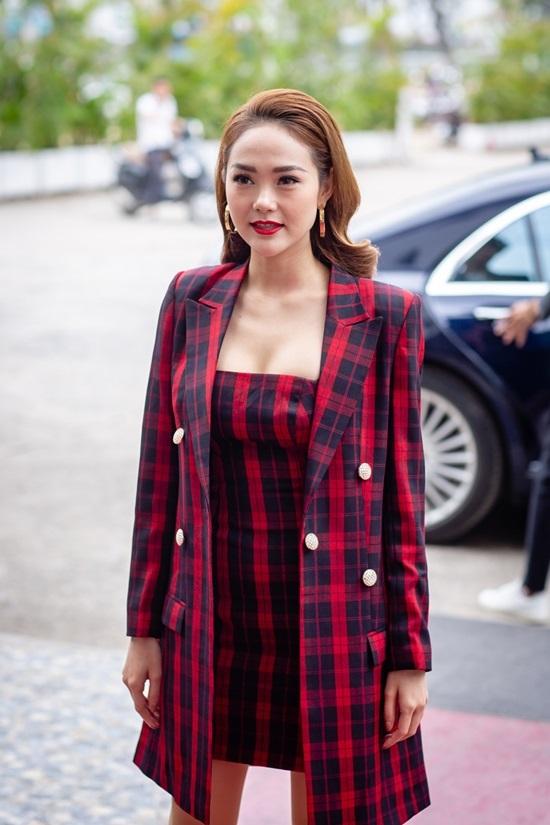 Thanh Hằng đeo trang sức 1,6 tỷ đồng đi casting The Face