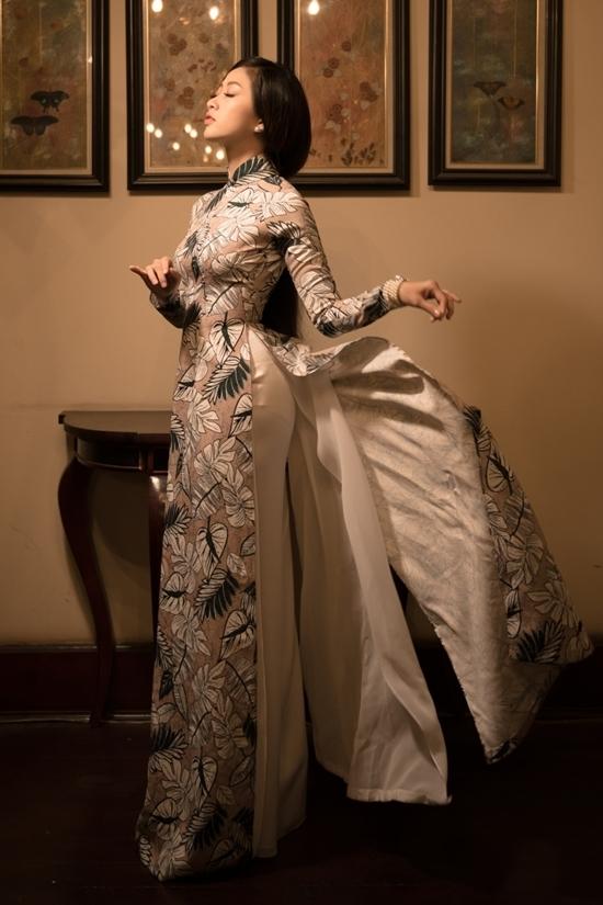 NSND Bạch Tuyết làm người mẫu áo dài ở tuổi 73
