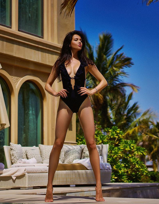 Vẻ quyến rũ của các Hoa hậu Nga khi diện áo tắm