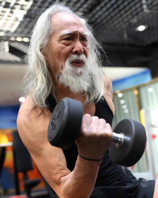 Cụ ông 82 tuổi đóng cao thủ trong 'Ỷ Thiên Đồ Long Ký'