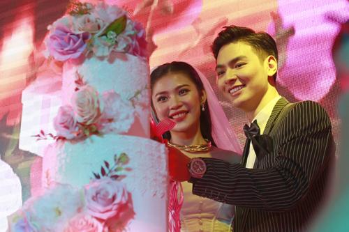 Vợ chồng Chúng Huyền Thanh tổ chức đám cưới hồi cuối năm 2012.