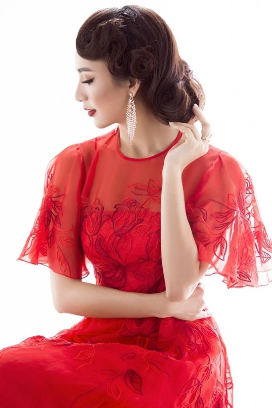 Hoa hậu Ngọc Diễm biến hóa với năm kiểu tóc uốn