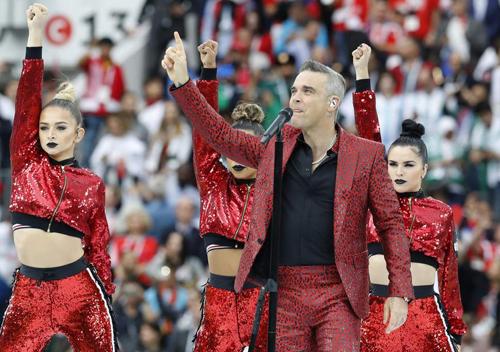 Robbie Williams có thẻ bị phạt tièn vì vụ ngón tay thói