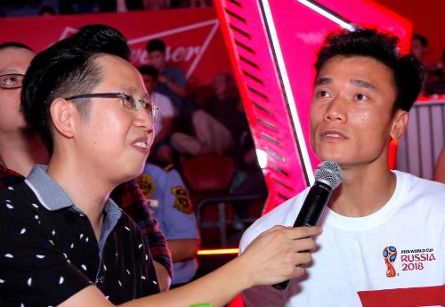 My Tam Bui Tien Dung gay phan khich khi song ca