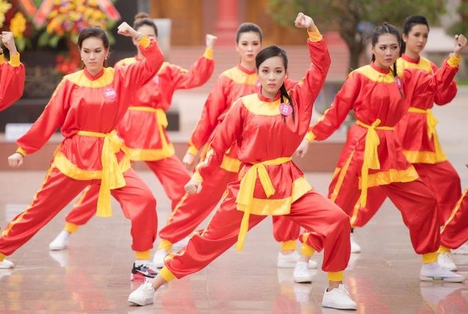 30 thi sinh hoa hau di quyen tren dat vo Binh Dinh
