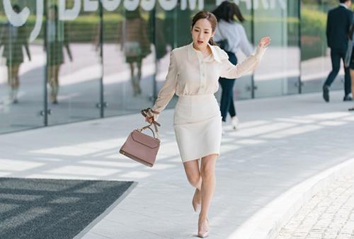 Búp bê dao kéo Hàn gợi ý phối đồ công sở qua phim mới - 2