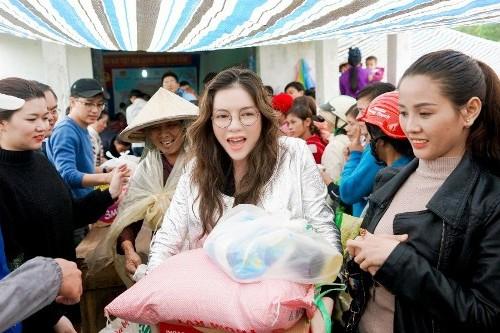Lý Nhã Kỳ là một trong những sao Việt tích cực hoạt động thiện nguyện.
